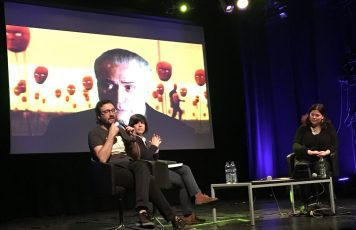 Marco Konopacki apresenta o Mudamos+ no palco do Festival Política